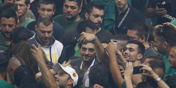 Γιαννακόπουλος σε οπαδό: «Πες μου πόσα θες να βάλω ρε μεγάλε»