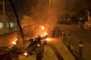 Επίθεση σε οπαδούς του Παναθηναϊκού στο Μετς με έναν τραυματία αστυνομικό