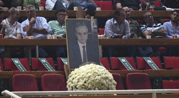 FIBA: «Η Ελλάδα θρηνεί την απώλεια του γίγαντα»