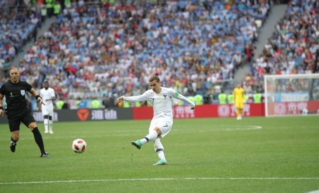 Εύκολα στα ημιτελικά η Γαλλία που απέκλεισε με 2-0 την Ουρουγουάη (vids)