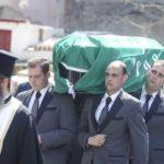 Συγκλονιστικές εικόνες: Από τη Μητρόπολη στο Α' νεκροταφείο ο Θανάσης (vid)