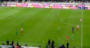 Η στιγμή που ο διαιτητής διακόπτει το ντέρμπι (video)
