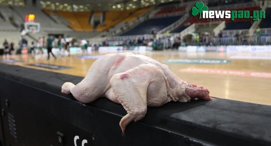 Άφησαν μια κότα στον πάγκο του Ολυμπιακού