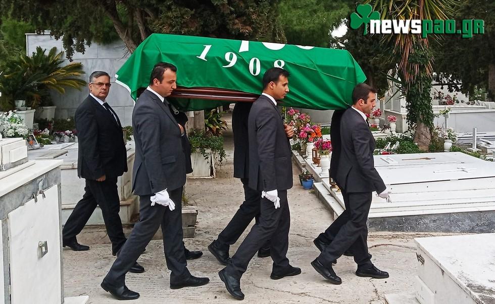 Σκεπασμένος με την πράσινη σημαία κηδεύτηκε ο Παπαεμμανουήλ