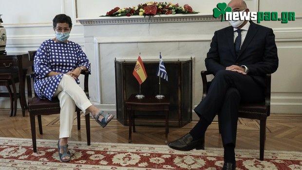 Με μάσκα... Παναθηναϊκού ο Δένδιας σε συνάντηση με την Ισπανίδα ΥΠΕΞ (pics)