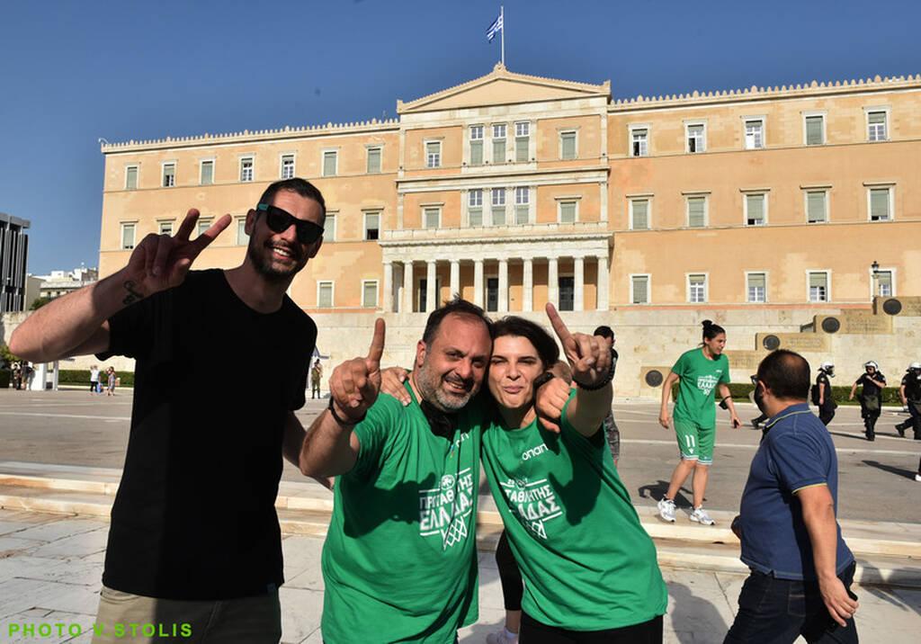 Αθήνα = Παναθηναϊκός: Οι Πρωταθλήτριες στο Σύνταγμα (pics)