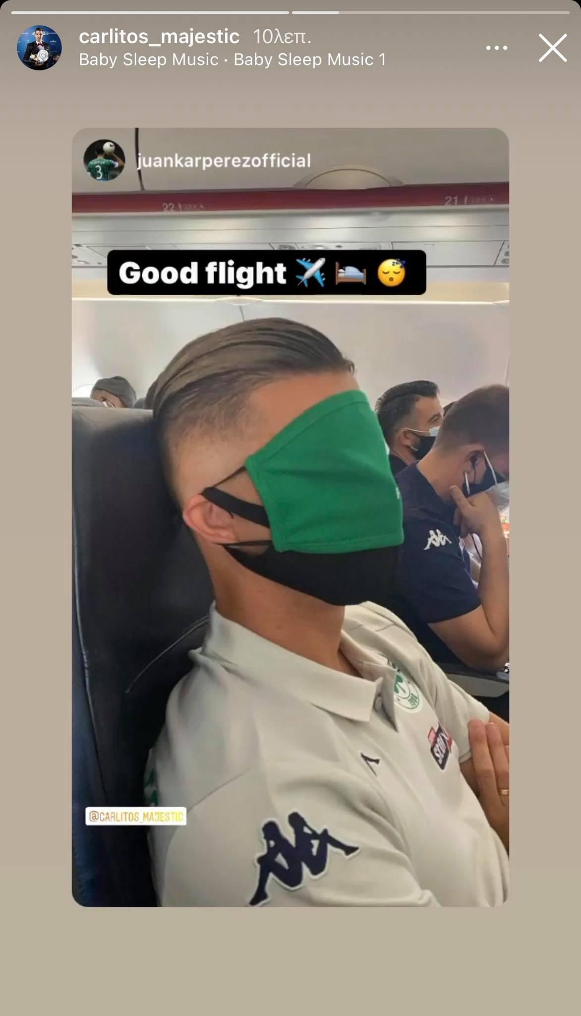 Πειραχτήρι ο Χουάνκαρ - Tο «κλικ» στον Καρλίτος, που κοιμόταν στο αεροπλάνο! (pic)